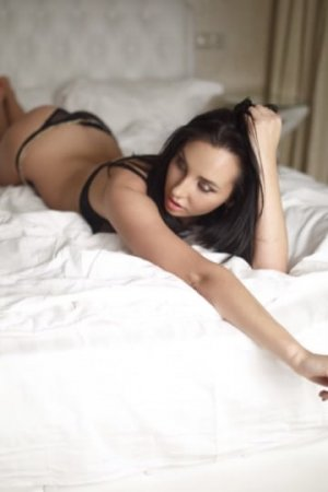 Alix-marie escorts services